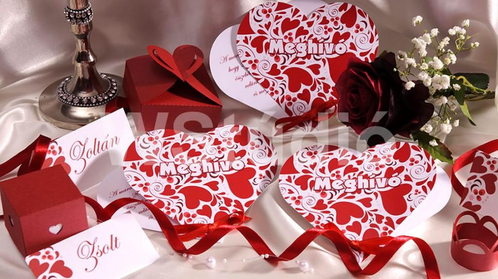 Szív alakú meghívó - piros szívecskékkel