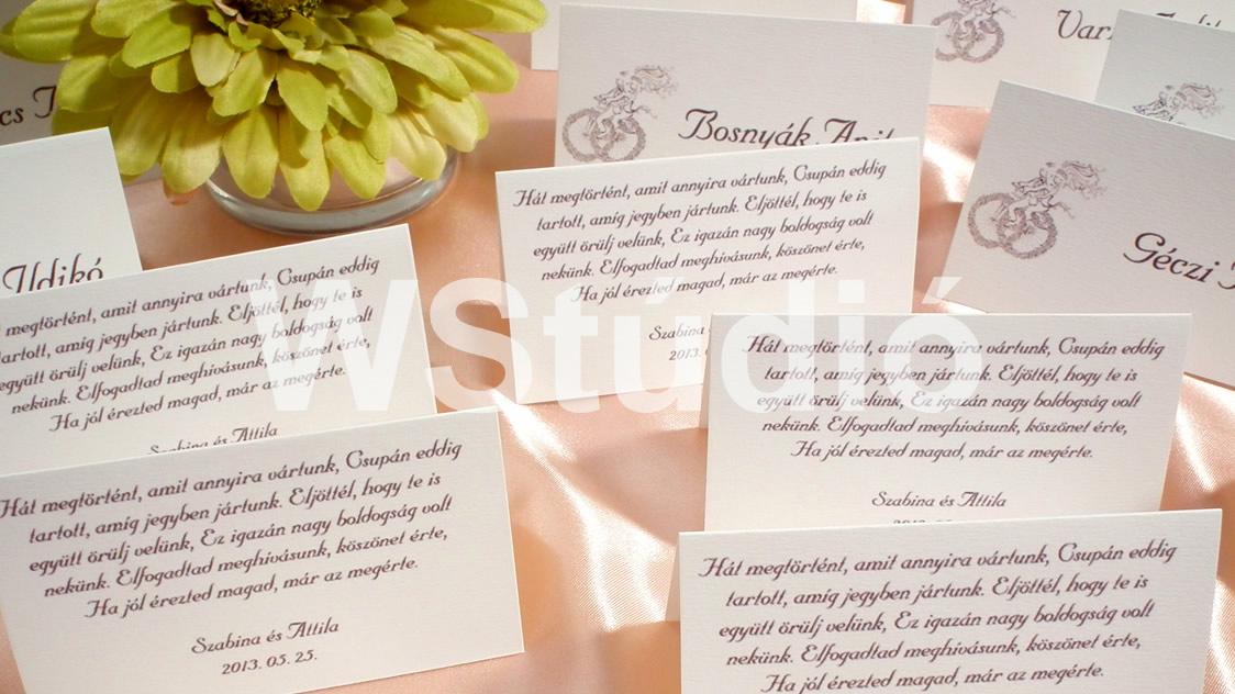 137d68a20d Biciklis mintájú esküvői ültetőkártya hátulján köszöntő versikével barna  színben!