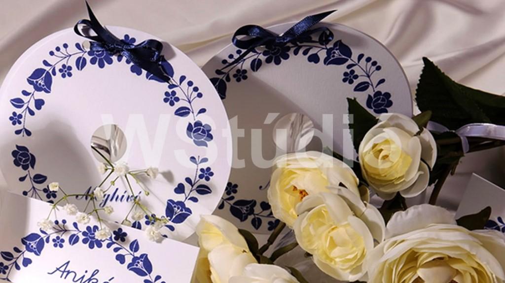Korondi kék népies mintájú esküvői meghívó
