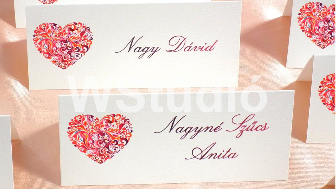 ad68419ec3 Piros szívecskés esküvői ültetőkártya - Webalbum Stúdió