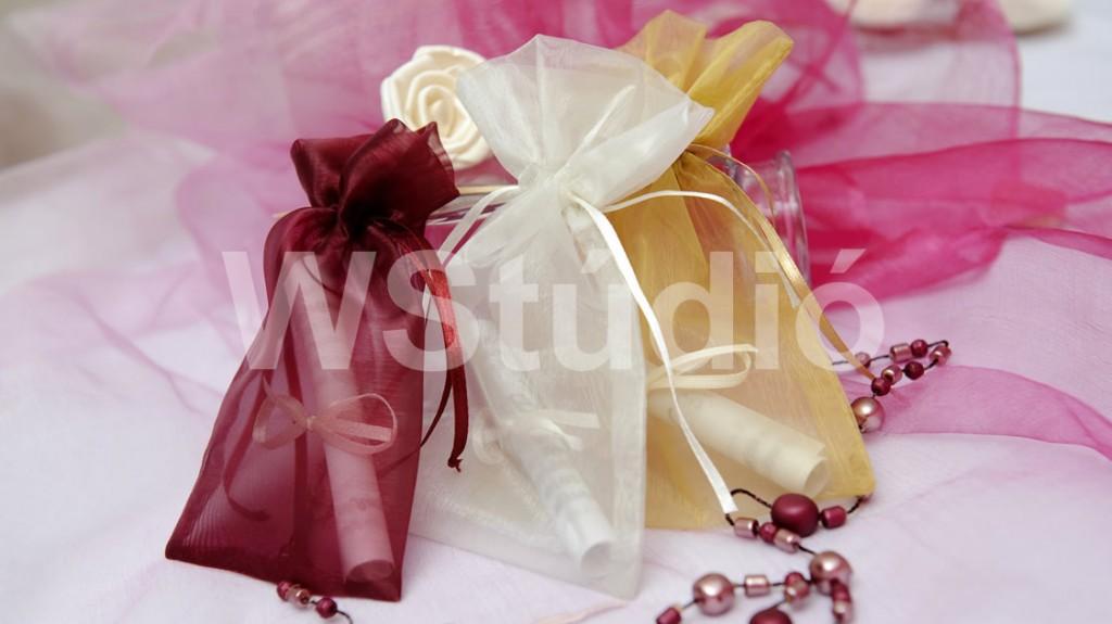Organza zsákos esküvői meghívó