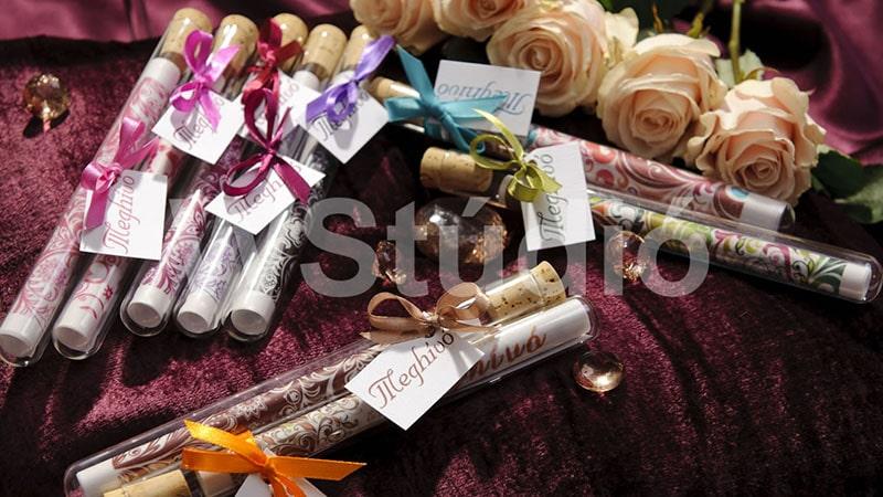 Üvegcsés esküvői meghívók többféle színvilággal